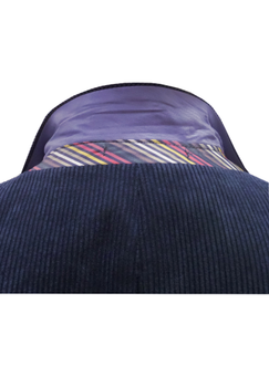 Elegant corduroy colbert van Melvinsi met revers en 3 kleuren binnenvoering, voorzien van een 2-knoopsluiting, 5 decoratieve knopen aan de mouwen, 2 steekzakken, borstzakje op de linker borst met ingenaaid pochet en voorzien van 1 afsluitbare binnenzakken en 3 open binnenzakken. Het colbert is verkrijgbaar in 2 maatsoorten. Voor het vaststellen van de juiste maat, raadpleeg onderstaande maattabel goed: