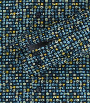 Een casual overhemd wat ook zakelijk niet zou misstaan, in de kwaliteit die we van Casa Moda gewend zijn, prachtig popline katoen met een Kent kraag. Let op de mooie afwerking met oog voor detail en een fijne grijze contrast stof in de kraag en mouwen.