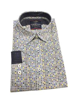 Overhemd met print van Casa Moda met klassieke kraag, met knoop afsluitbaar zakje op de linker borst, contrasterende stof aan de kraag en manchetten met dubbele knoopsluiting aan de manchetten. Het overhemd is rond afgezoomd. De basis van het overhemd is licht grijs met kleine zwarte stipjes, daarop zitten verschillende kleuren grotere stippen, dit geeft dit overhemd een leuk kleur effect.