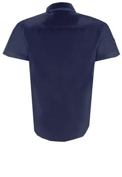 Dit sportieve sailing overhemd is met zijn korte mouwen perfect voor warme zomerdagen. Casual maar netjes en toch bijzonder door de geruite stof aan de onderkant van de kraag en aan de knoopslijst. Het overhemd is van heel zacht katoen en voelt heerlijk aan.