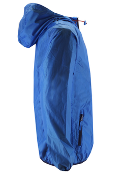 Deze jas houdt u droog, warm en fris door het water en winddichte materiaal dat toch goed ademend is. Praktische jas bij elke weersomstandigheid. De jas is hoog sluitbaar tot in de capuchon die d.m.v. een tunnelkoord met stoppers helemaal om uw gezicht aan te sluiten is.