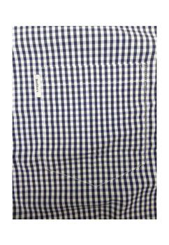 Met dit fijn geblokte overhemd van North 56°4 komt u altijd goed voor de dag. Het overhemd is zowel chique als sportief te dragen met een colbertje of op een spijkerbroek. De afgeronde zoom en de lichte katoen maken dit overhemd tot een erg aangenaam draagbaar overhemd.