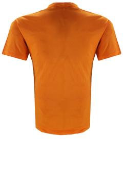 Basic t-shirt met een grote merkprint op de borst. Het zachte katoen biedt een aangenaam draaggevoel en ook in een iets forsere maat bent u in dit t-shirt altijd goed gekleed.