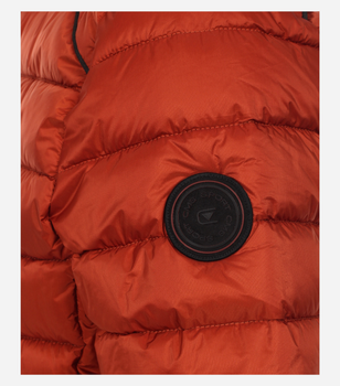 Outdoor Jack van merk CASA MODA in de kleur oranje, gemaakt van 100% polyamide. Dit vederlichte gewatteerde jack overtuigt door zijn water- en windafstotende eigenschappen en de anti-allergische Sorona-vulling. Maar het inspireert niet alleen met zijn optimale draageigenschappen, maar scoort ook met zijn modieuze uitstraling. De drie zakken met ritssluiting zetten modieuze accenten en bieden extra ruimte voor belangrijke alledaagse gebruiksvoorwerpen. Een echte must have die bij veel looks kan worden gedragen en ideaal kan worden geïntegreerd in elke casual garderobe.