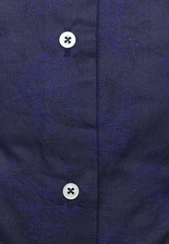 Overhemd van Stepfort by Melvinsi uitgevoerd in een Regular Fit met lange mouwen en een klassieke kraag. Dit mooie navy blauwe overhemd heeft een subtiele all-over print en is zowel zakelijk als casual te dragen. Het overhemd is rond afgezoomd, heeft dubbele knoopsluiting aan de manchetten. De boord en manchet zijn uitgewerkt met een contraststof.