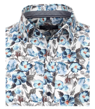 """Overhemd """"flower"""" van merk CASA MODA met een """"button down"""" kraag in de kleur blauw, gemaakt van 100% katoen. Dit vrijetijdsshirt heeft een comfortabele snit en scoort met de verwerking van puur katoen. De all-over print zet modieuze accenten en versterkt elke vrijetijdslook stijlvol. Een echte must have voor de modebewuste man. Het stijlvolle hemd kan op vele manieren gecombineerd worden en is een perfecte alledaagse metgezel voor de modebewuste man."""