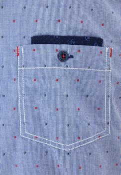 Overhemd met korte mouwen van Casa Moda uitgevoerd in een casual fit met klassieke kraag, met gesloten zakje op de linker borst. Mooi blauw overhemd met rood en blauwen accenten. Langs de mouwborden en bij het borstzakje is een blauwe contrasterende stof gebruikt wat het overhemd een leuk effect geeft. Het overhemd is rond afgezoomd. Erg mooi overhemd voor de zomer.