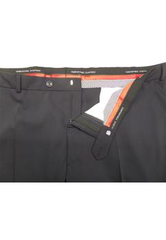 In deze stijlvolle pantalon van Klotz is 60% zuiver scheerwol verwerkt om het draagcomfort te optimaliseren. De pantalon is uitgevoerd met een haak-knoop en ritssluiting, riemlussen, 2 steekzakken aan de voorzijde en 2 paspelzakken aan de achterzijde. Deze pantalon heeft een bijpassen colbert met artikelnummer 99482. Beschikbare lengte: 33 Inch