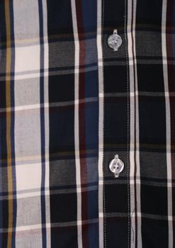 """Van de KAM JEANSWARE """"vintage serie"""" Blauw/wit overhemd met korte mouwen. Hele fijne blauw/wit geblokte stof met een donkergeel en rood biesje. Button down kraag en borstzakje op de linkerborst. De lila contrasterende stof onder de knopenlijst en in de kraag maakt dit overhemd helemaal af. KAM overhemden vallen behoorlijk ruim, zie ook de maattabel."""