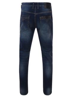 Donker blauwe gewassen regular fit jeans met een rits-knoopsluiting, 2 steekzakkenvoor waarvan 1 met een muntzakje en 2 achterzakken me contrasterende stiksel.