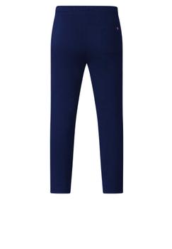 Joggingbroek van D555. Deze joggingbroek draagt zeer comfortabel. De joggingbroek is voorzien van een elastische tailleband met koord en heeft twee open steekzakken en open zak aan de achterzijde. Heerlijke joggingbroek die niet alleen geschikt is voor de sport maar ook lekker voor thuis. De broek heeft op de voorkant een geborduurde print.