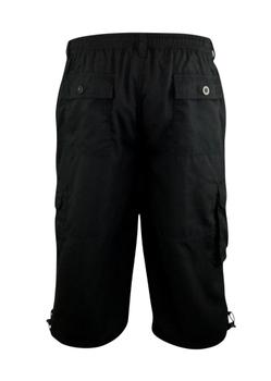 """Cargo short """"Mason"""" van merk D555 in de kleur zwart, gemaakt van poly-cotton. Elastiek en een trekkoord in de tailleband, 2 achterzakken, 2 ruime steekzakken en 2 """"cargo"""" zijzakken."""