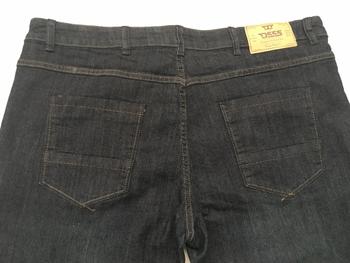 """Jeans """"Cadman"""" van merk D555 in de kleur dark vintage, gemaakt van poly-cotton. Bijzonder comfortabele stretch stof door de toepassing van een mix van katoen en polyester/elastaan. Valt laag op de taille, vanaf het zitvlak enigszins getailleerd en loopt taps toe van de knie tot de zoom. TIP: Bij een stretch jeans kun je meestal wel een maat kleiner bestellen als bij een normale spijkerstof. We hebben van deze jeans ook een iets kortere pijplengte, die vind je hier: Jeans """"Cadman"""" beenlengte 76 cm"""
