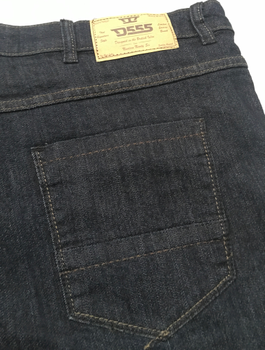 """Jeans """"Cadman"""" van merk D555 in de kleur dark vintage, gemaakt van cotton-poly. Bijzonder comfortabele stretch stof door de toepassing van een mix van katoen en polyester/elastaan. Valt laag op de taille, vanaf het zitvlak enigszins getailleerd en loopt taps toe van de knie tot de zoom. Let op; kortere beenlengte! (Zie de maattabel.) TIP: Bij een stretch jeans kun je meestal wel een maat kleiner bestellen als bij een normale spijkerstof. Er is ook een iets langere beenlengte beschikbaar: Jeans """"Cadman"""" beenlengte 30 inch (82 cm)"""