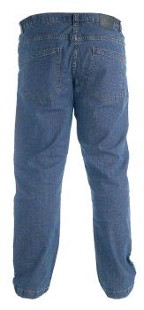Fantastische Stretch Jeans van Duke London met knoop-ritssluiting, deels elastische tailleband, 2 steekzakken en 1 muntzakje met logo voor, 2 achterzakken, leerlogo op de tailleband achter en een klein merklogo op de rechter achterzak.