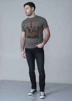 T-shirt New York City van merk D555 in de kleur khaki, gemaakt van 100% katoen.