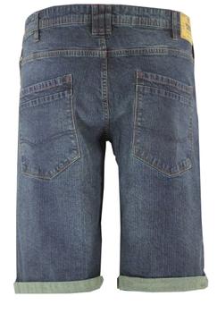 Erg leuke Denim stretch shorts van D555 met twee open steekzakken aan de voorzijde met aan de rechterkant een muntzakje. Twee open achterzakken, riemlussen aan de tailleband en een knoop-ritssluiting. De broekspijpen zijn omgeslagen wat een leuk effect geeft maar kan ook uitgevouwen worden zodat u de short op twee manieren kunt dragen. Een echte musthave voor deze zomer.