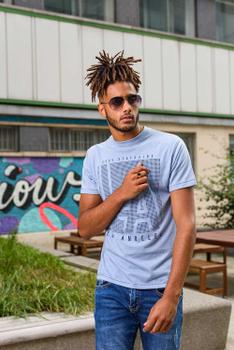 """T-Shirt """"Crosby"""" van merk D555 in de kleur sky blue marl, gemaakt van 100% katoen."""