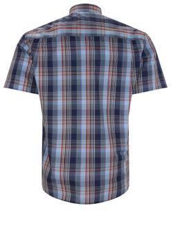 Overhemd met korte mouwen van Melvinsi uitgevoerd in een regular fit model. Donker blauw geruit overhemd met klassieke kraag. De witte knopen geven een mooi kleur effect. Op de linker borst zit een open borstzak. Het overhemd is rond afgezoomd. Mooi zomers overhemd die u kunt dragen op de warme lente en zomerdagen.