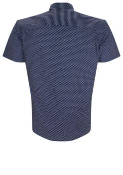 Overhemd met korte mouwen van Melvinsi uitgevoerd in een regular fit model. Donker blauw overhemd met print, klassieke kraag en donker blauwe knopen. Op de linker borst zit een open borstzak. Het overhemd is rond afgezoomd. Mooi zomers overhemd die u kunt dragen op de warme lente en zomerdagen.