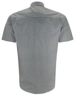 Overhemd met korte mouwen van Melvinsi uitgevoerd in een regular fit model. Gestipt overhemd met klassieke kraag. De witte knopen geven een mooi kleur effect. Op de linker borst zit een open borstzak. Het overhemd is rond afgezoomd. Mooi zomers overhemd die u kunt dragen op de warme lente en zomerdagen.