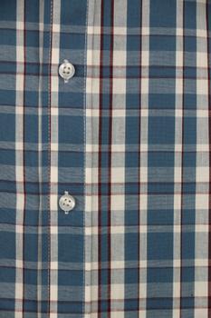 Overhemd met lange mouwen van Melvinsi met linker borstzakje, contrastkleur stof in de boorden en button down kraag. Turquoise en wit blokmotief met rode streep.