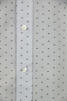 Overhemd met lange mouwen van Melvinsi met linker borstzakje, contrastkleur stof in de boorden en button down kraag. Lichtblauw met fijne print.