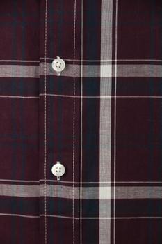 Overhemd met lange mouwen van Melvinsi met linker borstzakje, contrastkleur stof in de boorden en button down kraag.Bordeaux rode geblokte stof.