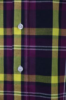 Overhemd met lange mouwen van Melvinsi met linker borstzakje, contrastkleur stof in de boorden en button down kraag.Paars en geel blokmotief.