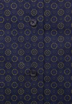 Elegante Melvinsi overhemd met een mooi grafisch motief voor een stijlvolle uitstraling. Het overhemd heeft een klassieke kraag en is rond afgezoomd.