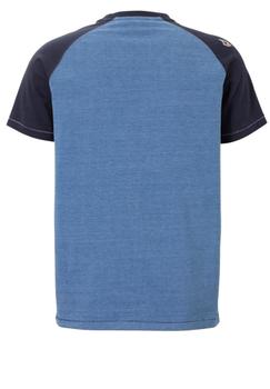 Een sportief t-shirt met een Manhattan/New York-print. De stof is lichtblauw gemêleerd en de kraag en mouwen zijn in een donkerblauwe contraststof uitgevoerd. Dit shirt is perfect voor op heel veel soorten jeans en shorts.