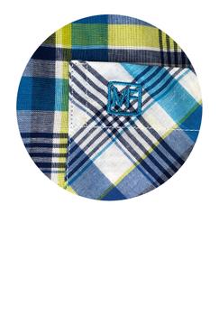 Overhemd met korte mouwen van Melvinsi uitgevoerd in een regular fit model. Wit met blauw en groen geruit overhemd met button kraag en witte knopen. Op de linker borst zit een open borstzakje met logo. Het overhemd is rond afgezoomd. Mooi zomers overhemd die u kunt dragen op de warme lente en zomerdagen of leuk onder een trui of vest.