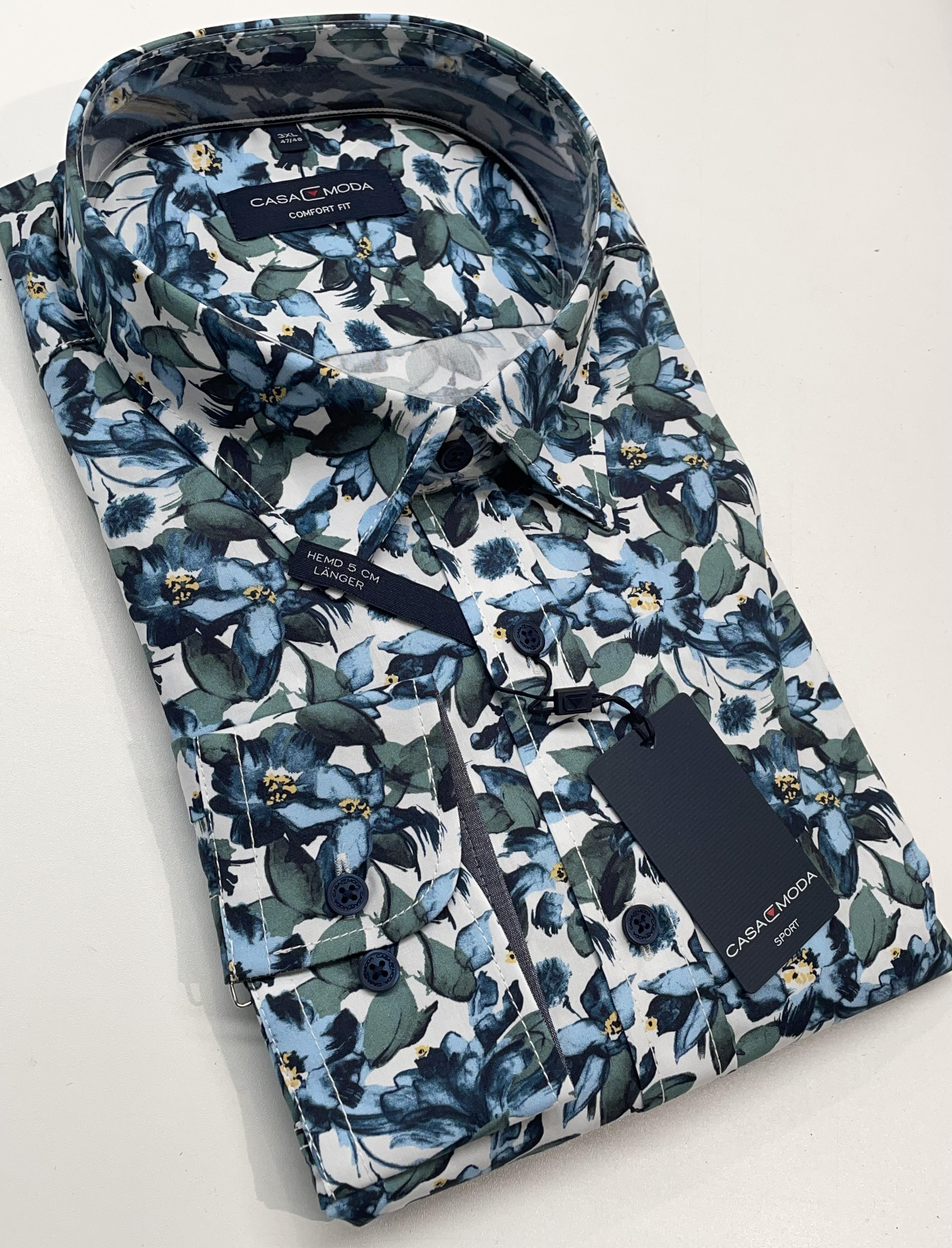 Een casual overhemd met een prachtige print, in de kwaliteit die we van Casa Moda gewend zijn, prachtig popline katoen met een Kent kraag. Let op de mooie afwerking met oog voor detail en een fijne contrast stof in de kraag en mouwen. Dit overhemd heeft een extra lengte van 5 cm zie hiervoor ook de maattabel bij dit hemd.