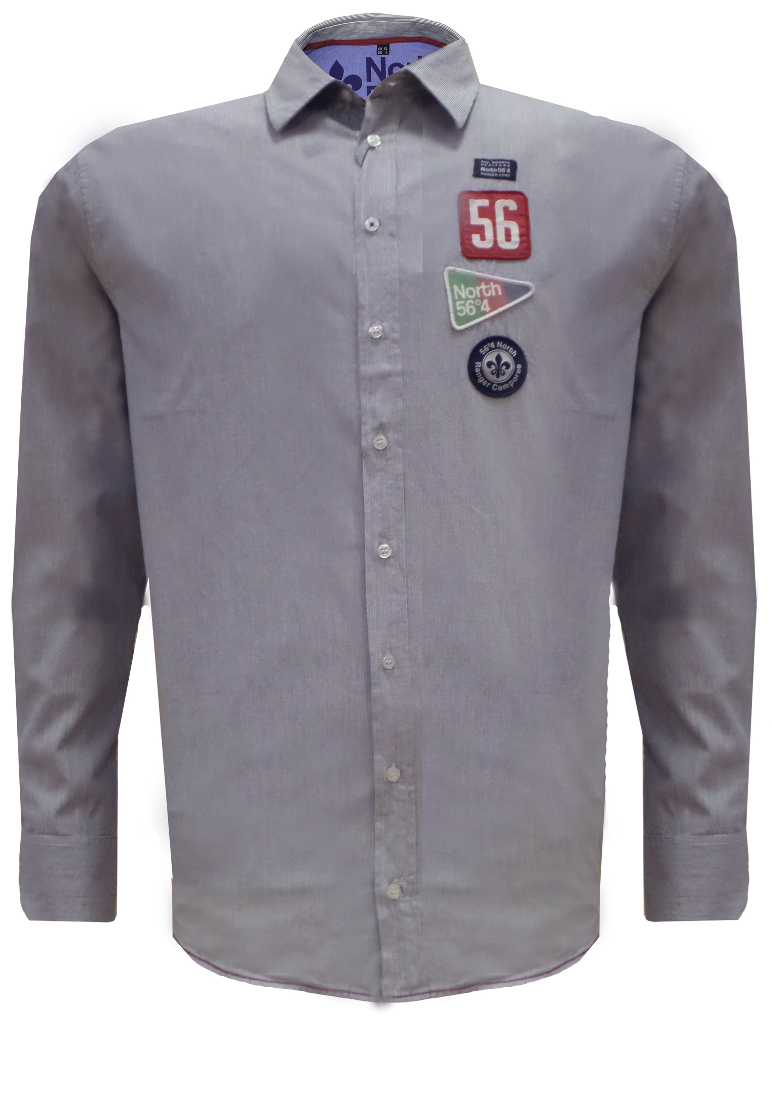 Jeugdig en nonchalant overhemd van North 56°4 met verschillende emblemen op de borst en mouwen. Het rugpand heeft een pas met een borduursel en de onderkant is rond afgezoomd waardoor dit overhemd goed over de broek te dragen is.
