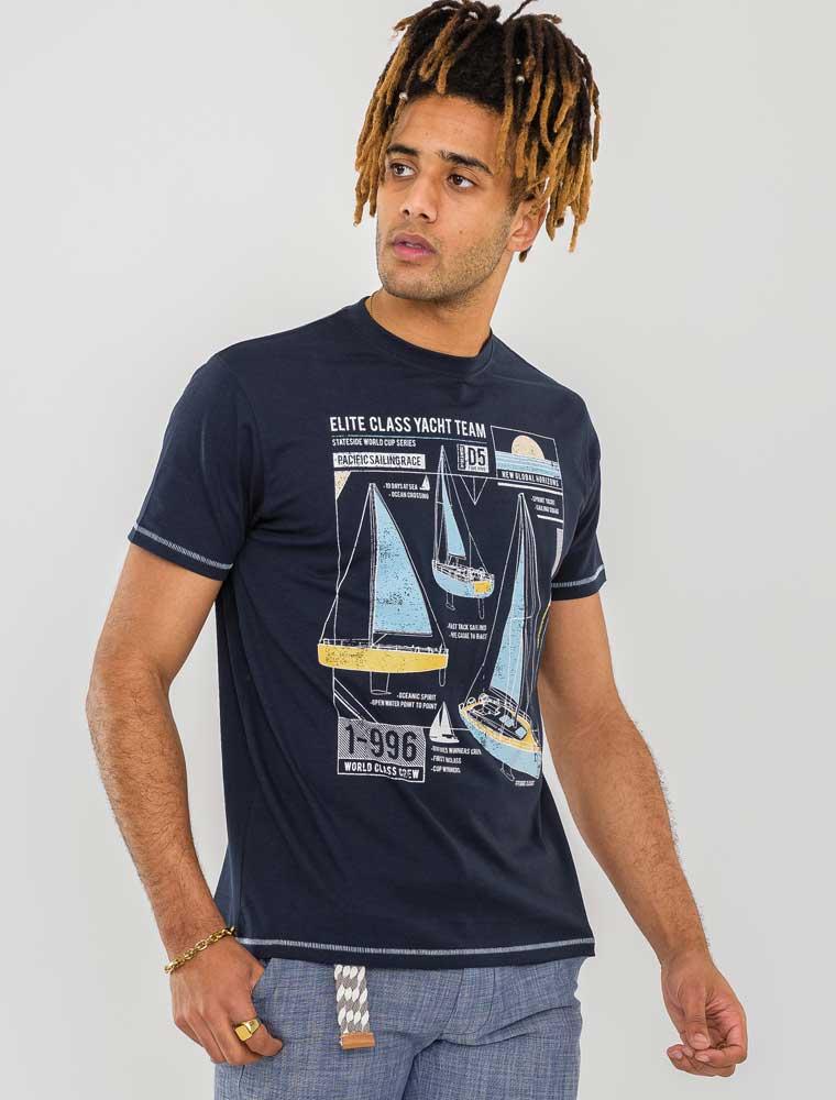 """T-shirt """"Neville"""" van merk D555 in de kleur navy, gemaakt van organic cotton / polyester."""