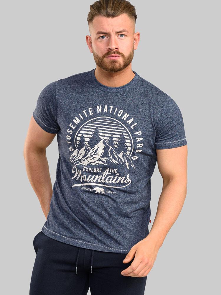 """T-shirt """"Torpoint"""" van merk D555 in de kleur navy twist, gemaakt van poly-cotton."""