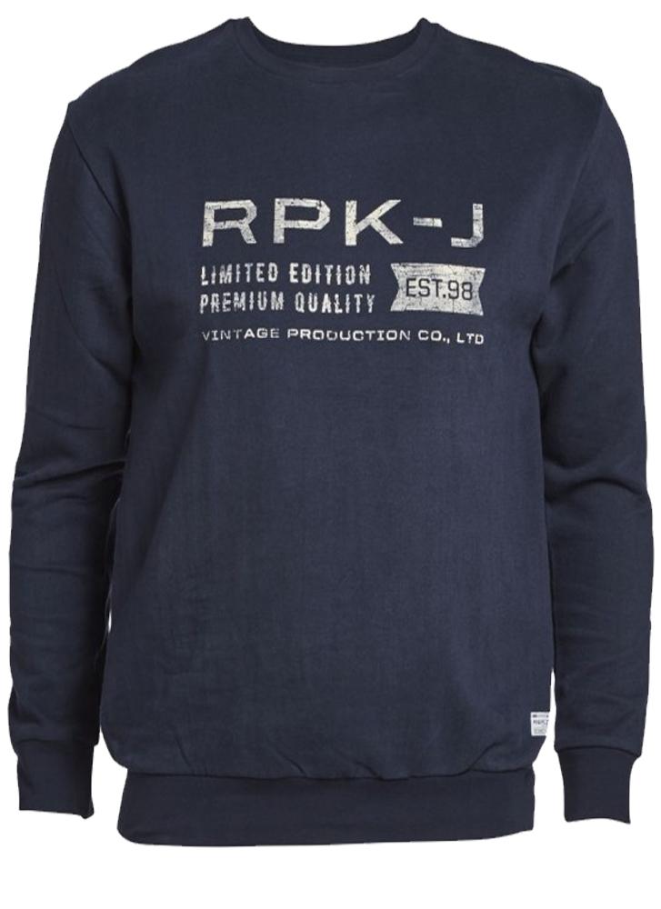 Sweater van het merk Replika met ronde hals en tricot boord. De sweater heeft een grote print op de borst.