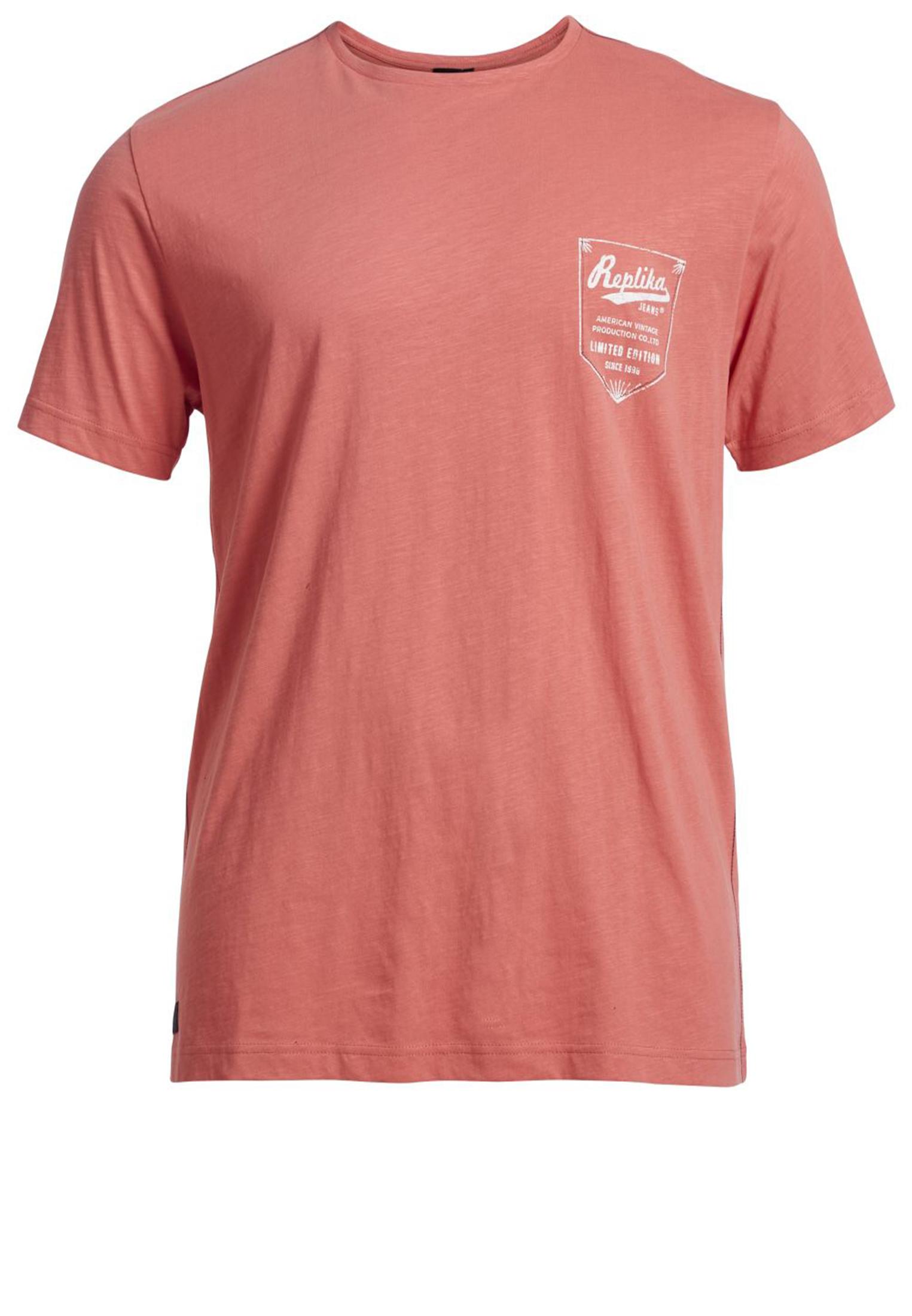 Leuk rood t-shirt van Replika met ronde hals en witte print aan de voorkant. Mooi kwalitatief t-shirt gemaakt van een zachte stof voor extra draagcomfort.Erg leuk shirt om op een spijkerbroek te dragen.
