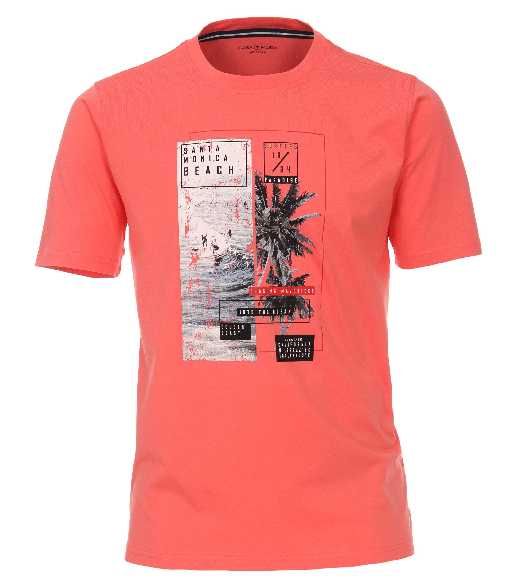 t-shirts van merk CASA MODA in de kleur pink, gemaakt van 100% katoen. Dit T-shirt is gemaakt van puur katoen en is zeer comfortabel om te dragen. Het sportieve design met trendy logo print past perfect bij elke sportieve look en is op vele manieren te combineren. Of het nu met jeans, chino's of shorts is, dit T-shirt kan veelzijdig worden gedragen en is een absolute must have voor elke garderobe.