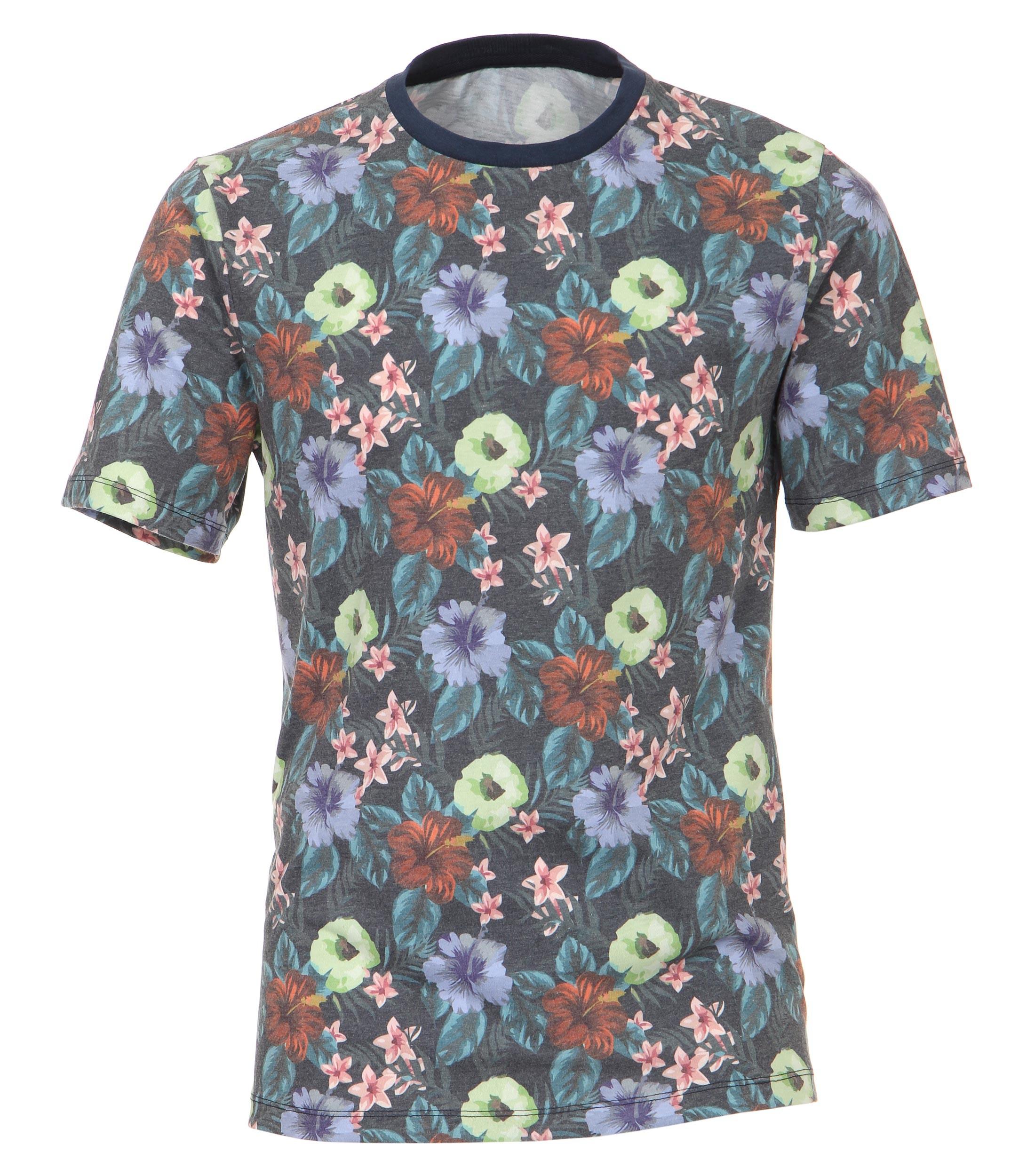 Fleurig T-shirt van Casa Moda met bloemenmotief. Het shirt is gemaakt van een zachte stof voor een optimaal draagcomfort. Dit shirt is ideaal te combineren met diverse soorten jeans en shorts. Erg leuk voor de zomer.
