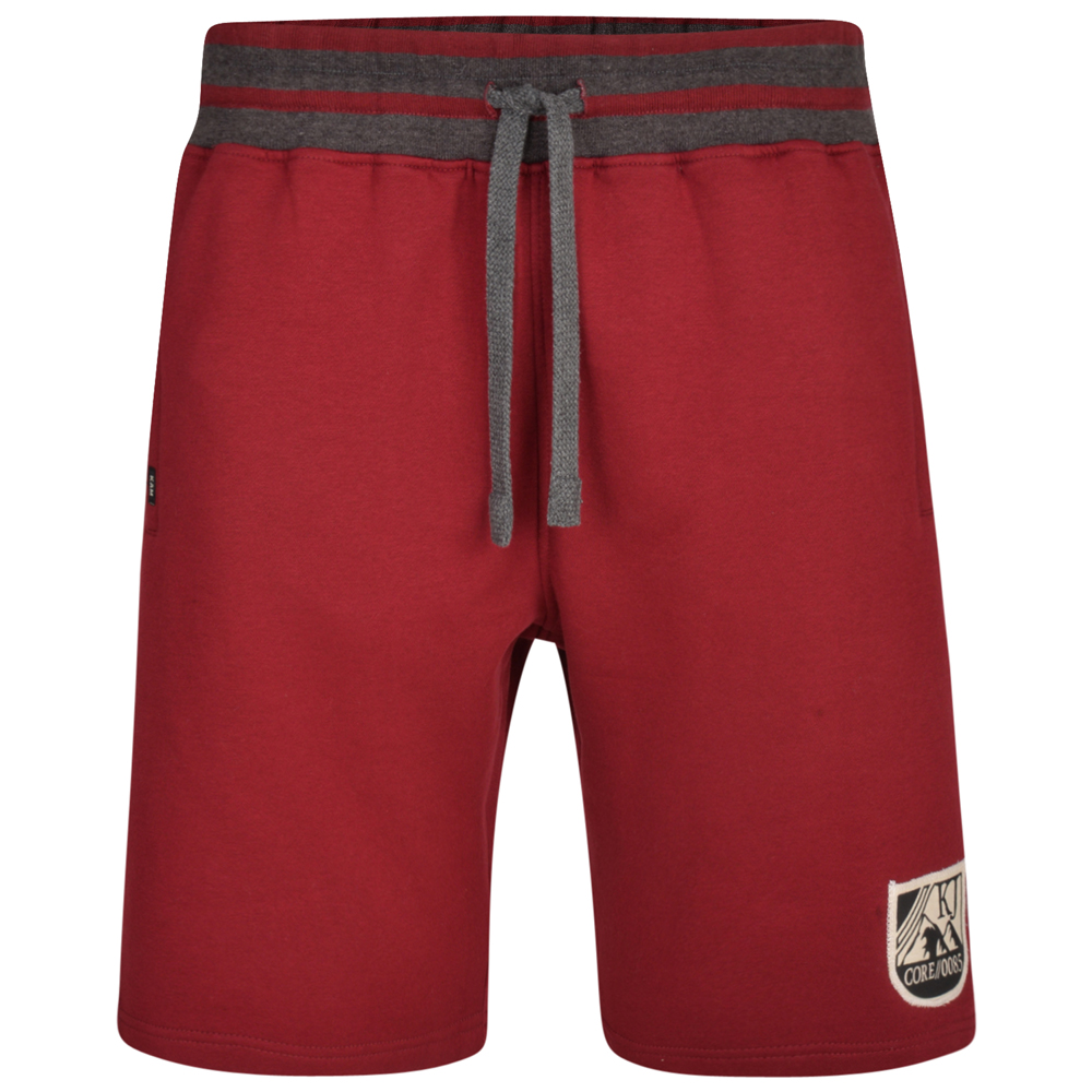 Jogging short van KAM in de kleur burgundy. Rode korte joggingbroek met grijze details op de elastische band. Logo Kam Jeanswear onderkant linker broekspijp.