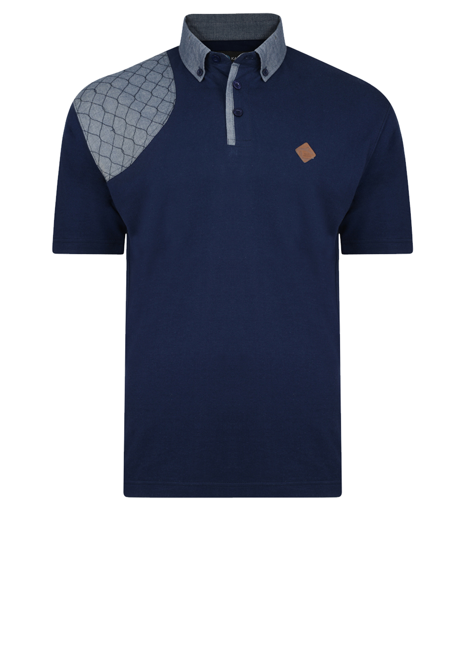 Polo met korte mouw van het merk KAM JEANSWEAR met een borst zakje op de linker voorkant waarop een print staat. De polo heeft een grijze contrast aan de kraag, rechter schouder en onder de knooplijst. In de kleur navy.