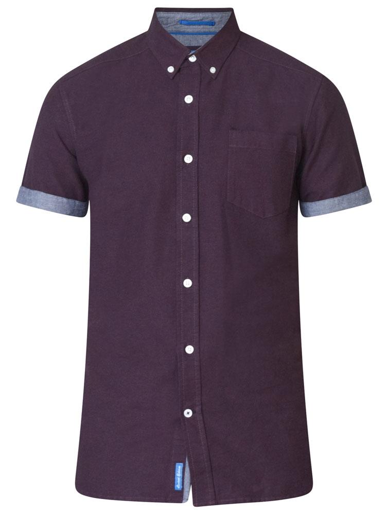 Leuk overhemd met korte mouwen van D555 met contrastkleur op de knooplijst en de mouwen. Borstzakje op de linkerkant en een button down kraag.