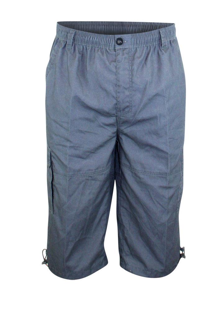 """Cargo short """"Mason"""" van merk D555 in de kleur donker grijs, gemaakt van poly-cotton. Elastiek en een trekkoord in de tailleband, 2 achterzakken, 2 ruime steekzakken en 2 """"cargo""""zijzakken."""