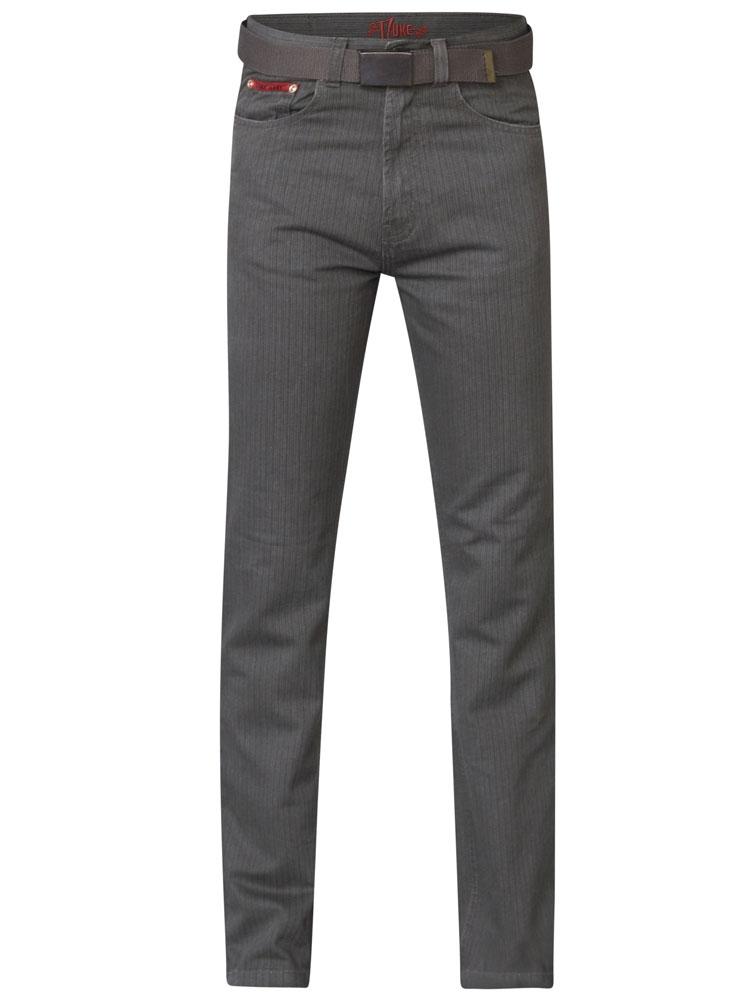 """Duke London Jeans voorzien van 2 steekzakken aan de voorkant waarvan 1 met muntzakje, 2 achterzakken, riemlussen aan de tailleband en een knoop-ritssluiting.De broek wordt geleverd met een bijpassende schuifriem.Beenlengte: 34"""".Van 100% katoen. Zo bestelt u de juiste maat. achter elke maat staat de taillemaat in cm's aangegeven."""