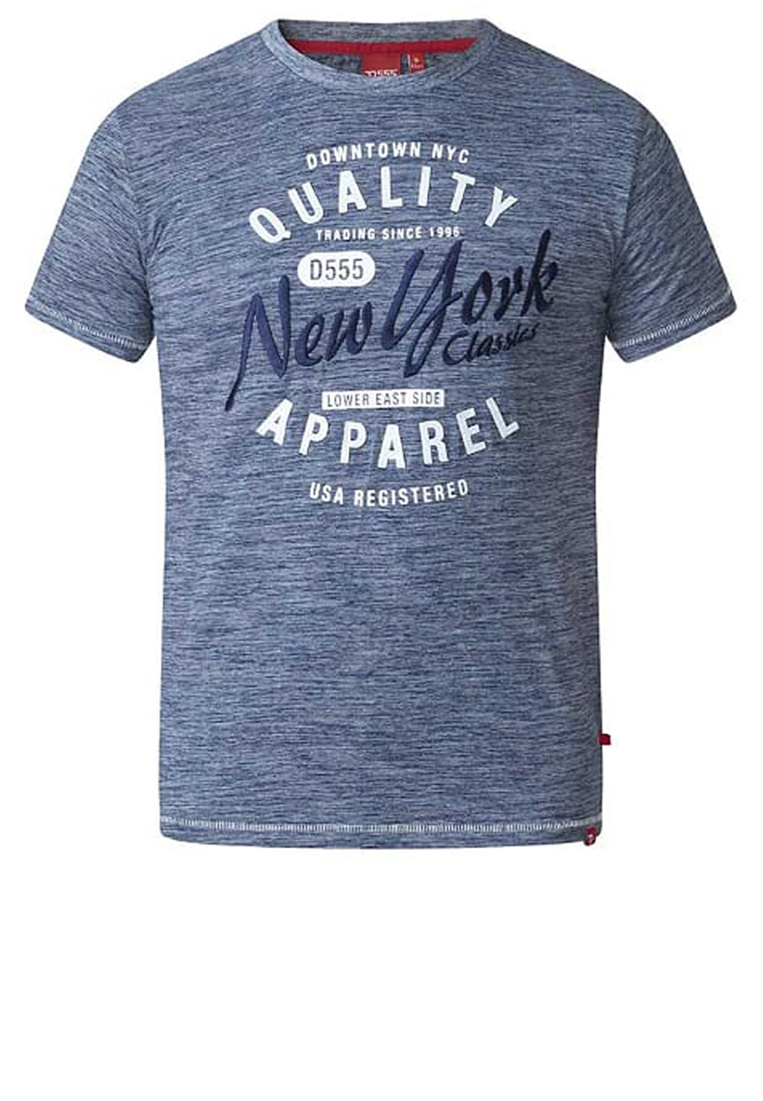 Erg leuk denim blauw t-shirt van D555 met een grote print op de voorkant en ronde hals. Dit shirt is ideaal te combineren met diverse soorten jeans. Voor de koudere seizoenen is dit t-shirt leuk te dragen onder een vest of colbert.