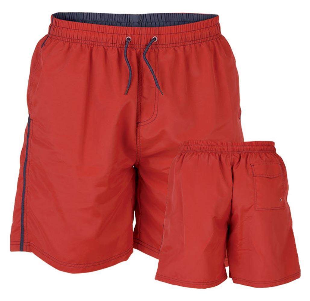 """Zwembroek """"Yarrow"""" van merk D555 in de kleur rood, gemaakt van nylon."""