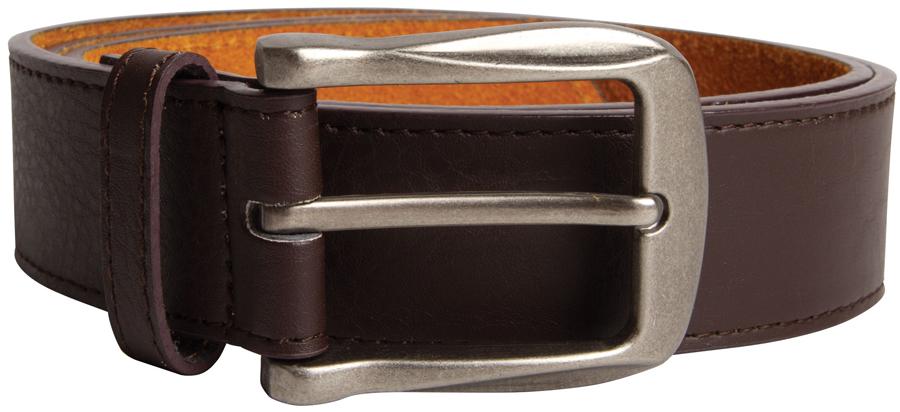 Tijdloze effen riem van D555 met een rechthoekige, zilverkleurige gesp. De samengestelde binnenvoering zorgt ervoor dat het een soepele riem is en de leather-look buitenlaag geeft de riem een elegante uitstraling.Breedte van de riem is 3,9 cm.