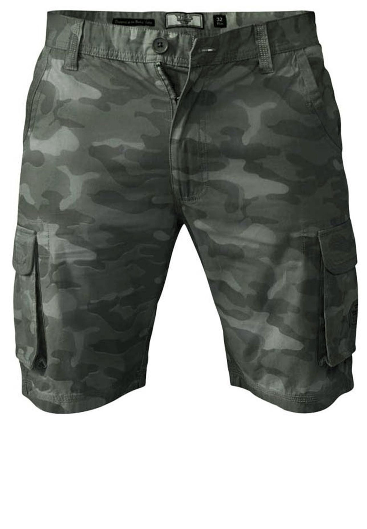 Stoere Khaki Cargo shorts van D555 met camouflage print. Gemaakt van een luchtige katoenen stof met twee open steekzakken, twee zijzakken en twee achterzakken met drukknoopsluiting. Door de details zoals de canvas afwerkingen en de leren patch krijgt deze broek een heel stoer uiterlijk. Een echte musthave voor deze zomer!